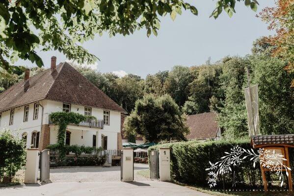 HofgutLilienhof Eingang AnnaHuber weddingday 1276